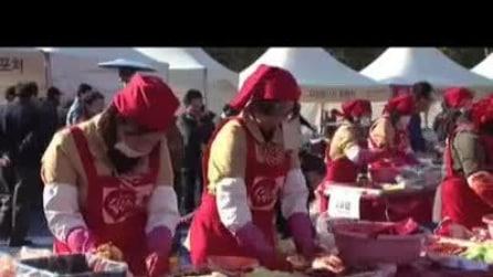 Seul, tremila donne preparano il piatto tradizionale sudcoreano
