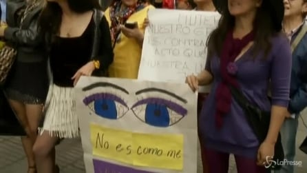 Colombia, protesta in minigonna a Bogotà contro violenza donne
