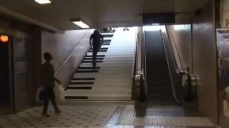 Gradini come tasti di pianoforte: ecco come convincere le persone a fare le scale