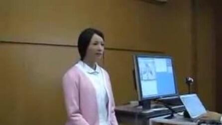 La ragazza giapponese robot che sembra in carne ed ossa