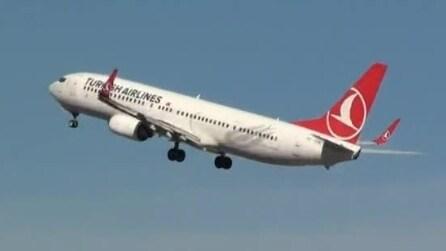 Paura sul Boing 737 diretto a Malaga: pilota sbaglia l'atterraggio e danneggia la coda