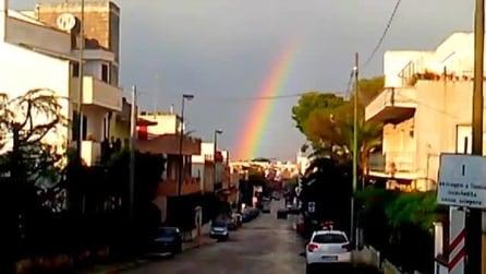 Uno spettacolare arcobaleno, dopo la grandine