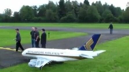 Modellino da record, ecco l'aereo giocattolo più grande del mondo