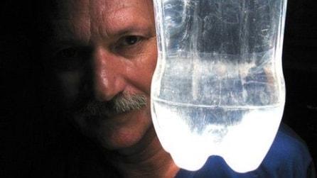 La bottiglia d'acqua che illumina 15 paesi