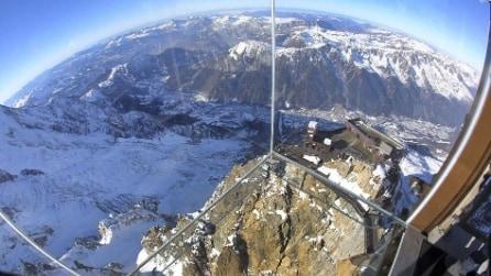 Un brivido con vista a 3.8417m : la gabbia in vetro sulle Alpi francesi