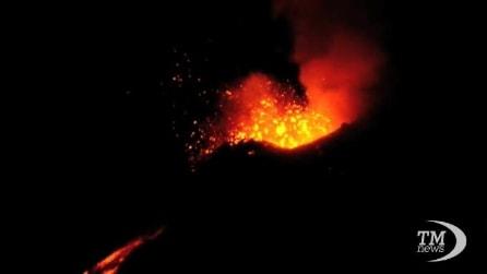 L'Etna saluta il 2013 con una spettacolare eruzione