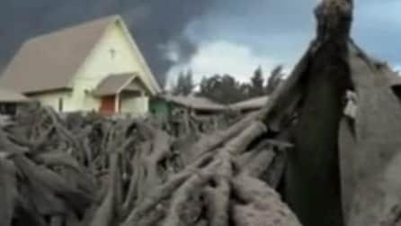 L'eruzione del Monte Sinabung assomiglia a quella che distrusse Pompei, nel 79l