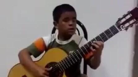 Bimbo di 6 anni suona a modo suo la colonna sonora di Titanic