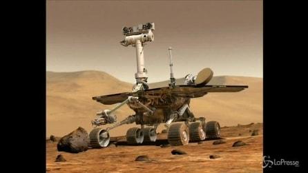 Spazio, rover Opportunity su Marte fotografa sasso estratto dal terreno