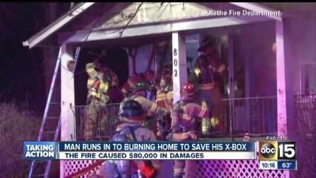 La casa va a fuoco, entra per salvare la sua Xbox One e ne esce illeso