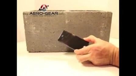 Test di resistenza pannello in zaffiro di Aero-Gear