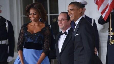 Michelle Obama sceglie abito Carolina Herrera: pizzo e blu libertà