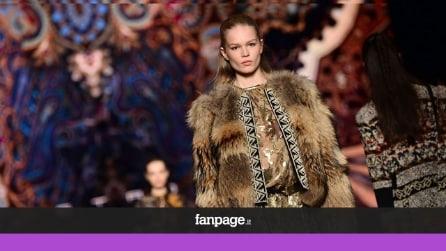L'incanto di Etro in passerella: sfila la magia dei tessuti alla Milano Fashion Week