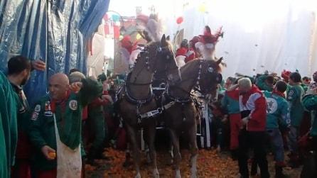 Carnevale di Ivrea 2014: l'assalto ai Cavalieri di San Ulderico in Borghetto