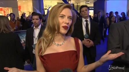 """Scarlett Johansson alla prima londinese di """"Captain America"""": la pancia è invisibile"""