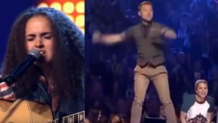 Arriva sul palco di X-Factor, i giudici sono realmente pazzi della sua voce