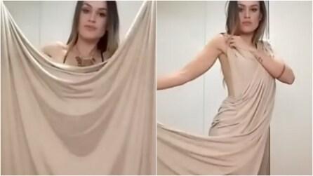 Come trasformare un pezzo di stoffa in un vestito senza cuciture: l'idea vi stupirà
