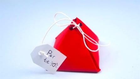 Come realizzare un originale pacchetto regalo con un cartoncino
