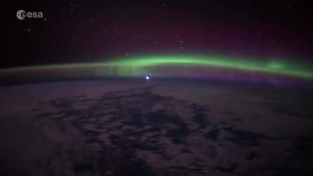 La nascita di Venere: le spettacolari immagini del pianeta che sorge dietro all'aurora