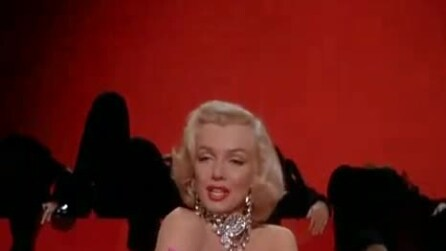 """Marilyn Monroe canta """"Diamonds are a Girl's Best Friends"""""""
