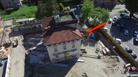 La villa viene spostata tutta intera: un trasloco mai visto prima