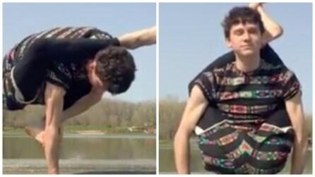 Incrocia le gambe in questo modo: non riuscirete a credere a quello che riesce a fare
