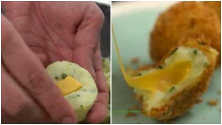 Mette un pezzo di formaggio al centro: realizza delle squisite frittelle in 3 minuti