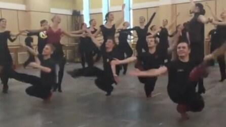 Questi ballerini sono dei mostri di bravura: la loro performance vi lascerà a bocca aperta