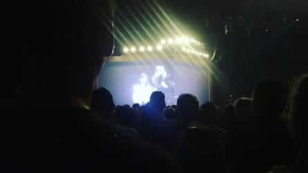 La sorpresa di Adele quando invita due fan sul palco