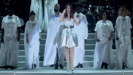 Laura Pausini canta 'Innamorata', 'Simili' e 'Per la musica' a Milano