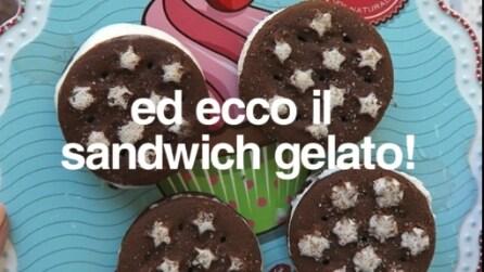 Gustosi sandwich di gelato fatti con i pan di stelle