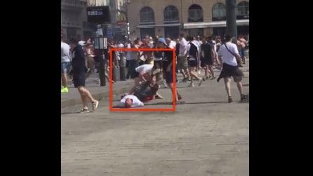 Euro 2016, tifoso a terra preso a calci e pugni in testa: le immagini shock