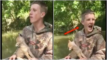 Trovano un cucciolo di coyote e iniziano a giocare con lui: ciò che fa il piccolo vi stupirà