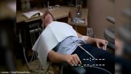 Il paziente sotto anestesia e la sua esilarante corsa in auto