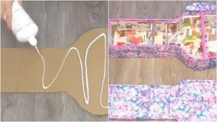 Prende un cartone e lo riveste con della cartapesta: quello che crea è un oggetto indispensabile per la casa