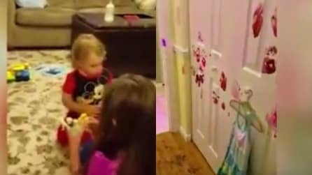 Il papà lascia i suoi bimbi da soli in casa: ciò che trova al suo ritorno vi sconvolgerà