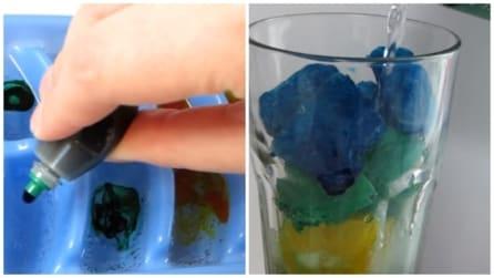 Versa alcune gocce nelle formine per il ghiaccio: la bevanda che conquisterà i tuoi ospiti