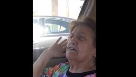 Una nonna italiana non capisce i nomi dei nipotini americani: la scena è comica