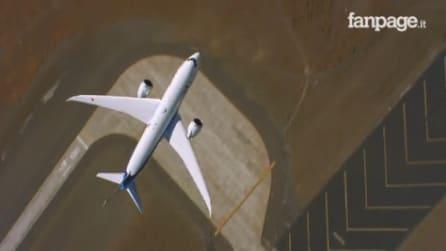 Il Boeing decolla in verticale: le evoluzioni da brivido del gigante dei cieli