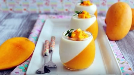 Panna cotta bicolore al mango: la ricetta estiva facile e originale