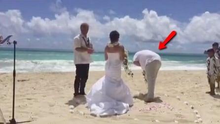 Stanno per sposarsi, ma al momento del sì il futuro marito si sente male: la scena è imbarazzante