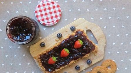 Torta di biscotti e frutta, ecco come preparare un fresco spuntino