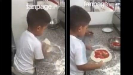 Questo bambino è già un esperto piazzaiolo: la sua tecnica e la sua precisione vi lasceranno a bocca aperta