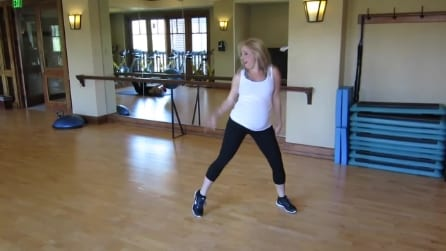 La ballerina si esibisce in un ballo scatenato col pancione: le immagini vi stupiranno