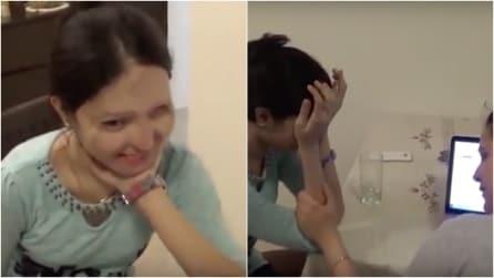 Sfigurata con l'acido, questa ragazza riceve una sorpresa davvero emozionante