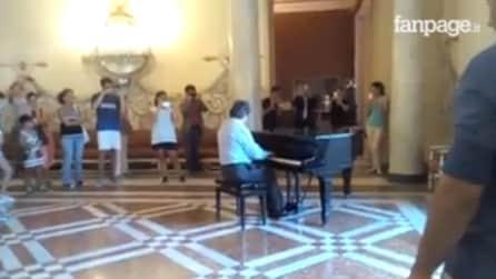 Napoli, il maestro Riccardo Muti suona il pianoforte nel Museo di Capodimonte