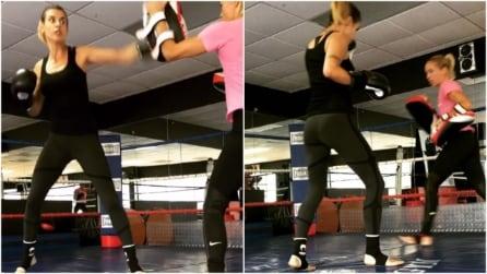 Elisabetta Canalis si allena duramente: tra Kickboxing e Muay Thai in palestra