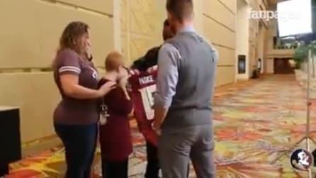 Affetto da autismo, riceve una sorpresa molto speciale: la sua reazione vi emozionerà