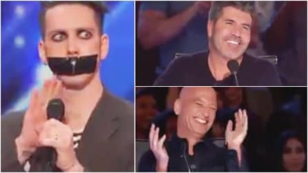 Si presenta al talent show col nastro adesivo sulla bocca: quello che fa è assolutamente geniale