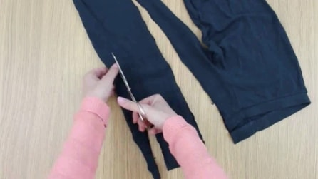 Taglia i vecchi leggings ricavando delle strisce di tessuto: il risultato vi stupirà